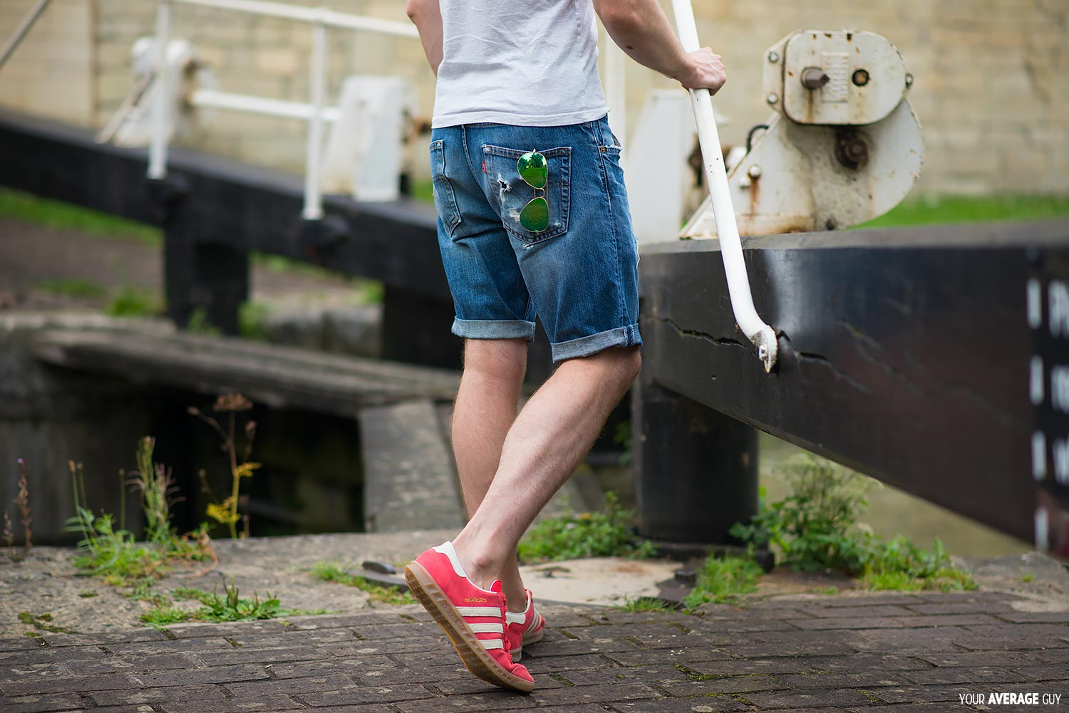 Your-Average-Guy-Style-Denim-Shorts-Outfit