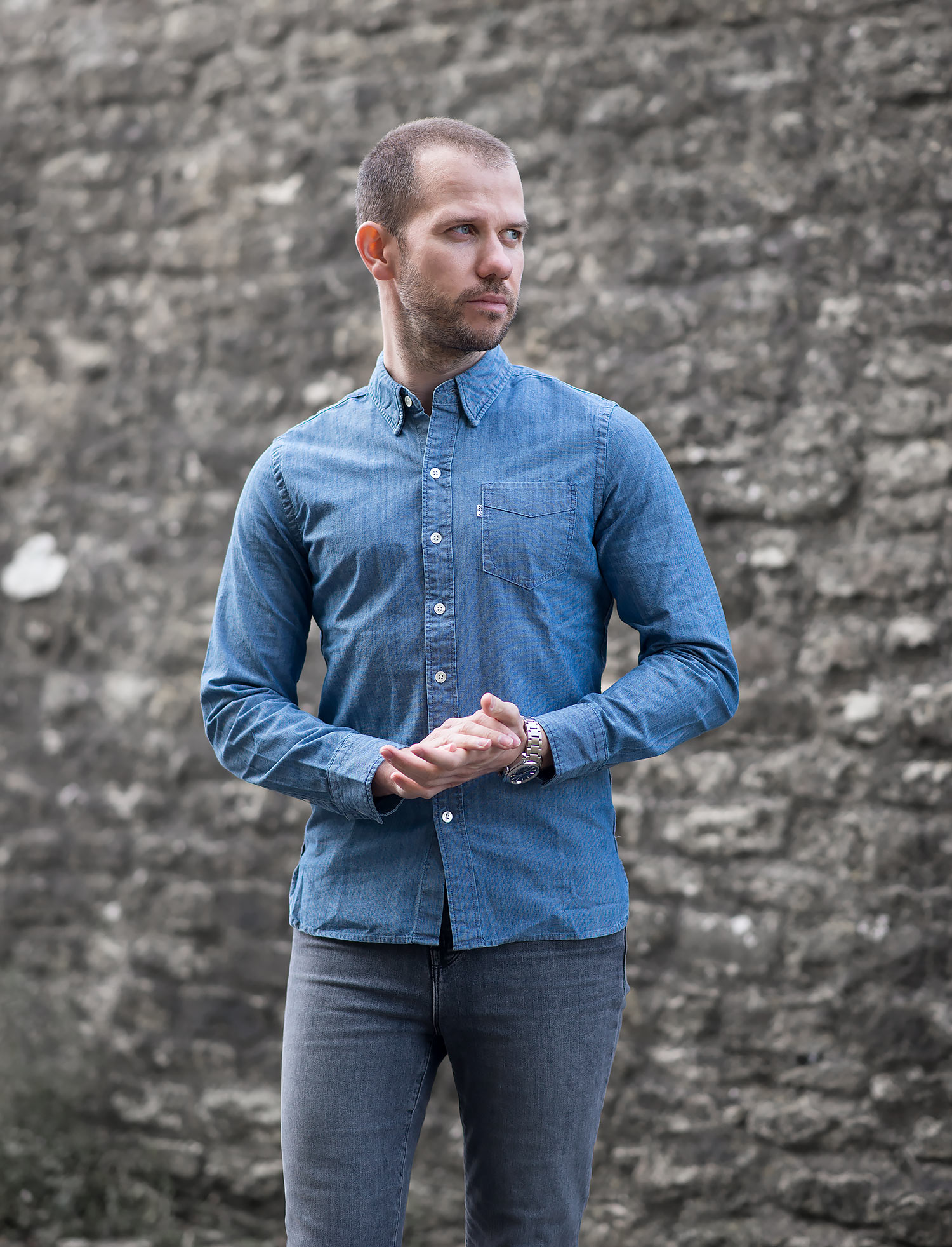 how to wear a chambray shirt guys