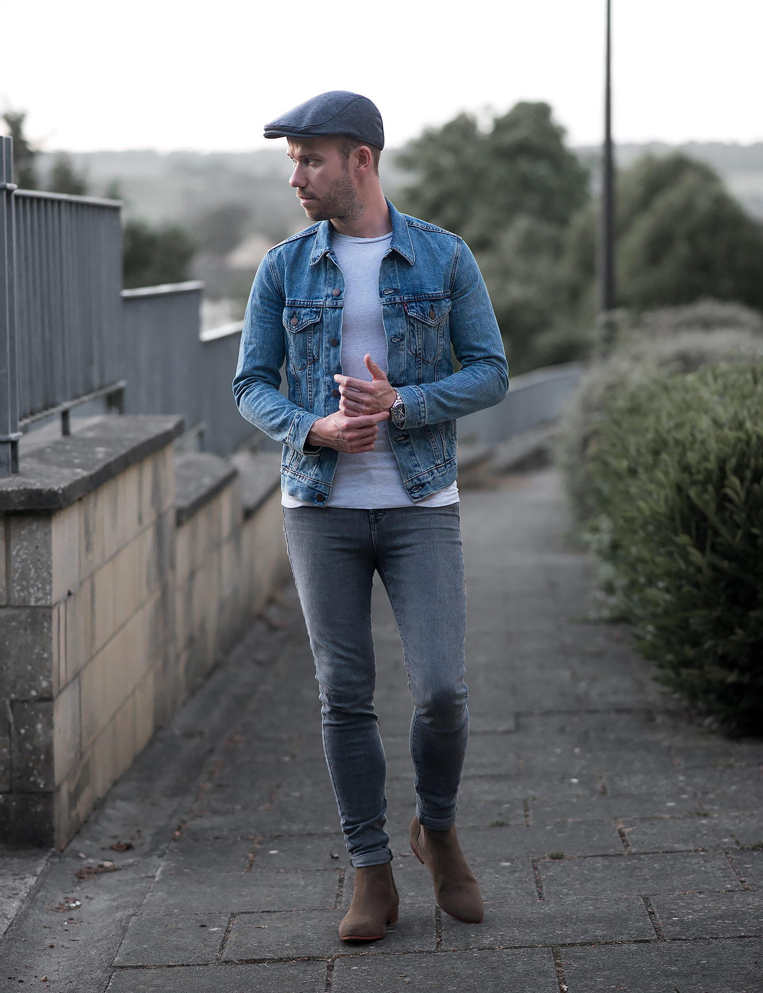 Throwback Leviu0026#39;s Denim Jacket And Chelsea Boots Outfit ...